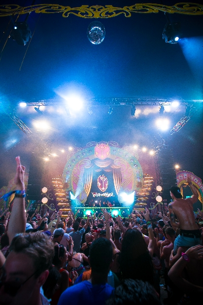 http://www.youredm.com/wp-content/gallery/tomorrowland-day-1/bestof_friday_-43.jpg