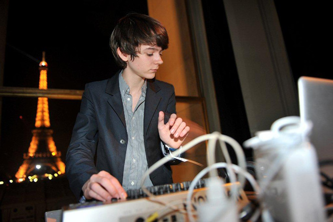 Madeon performs historic set at new york stock exchange for Madeon y porter robinson