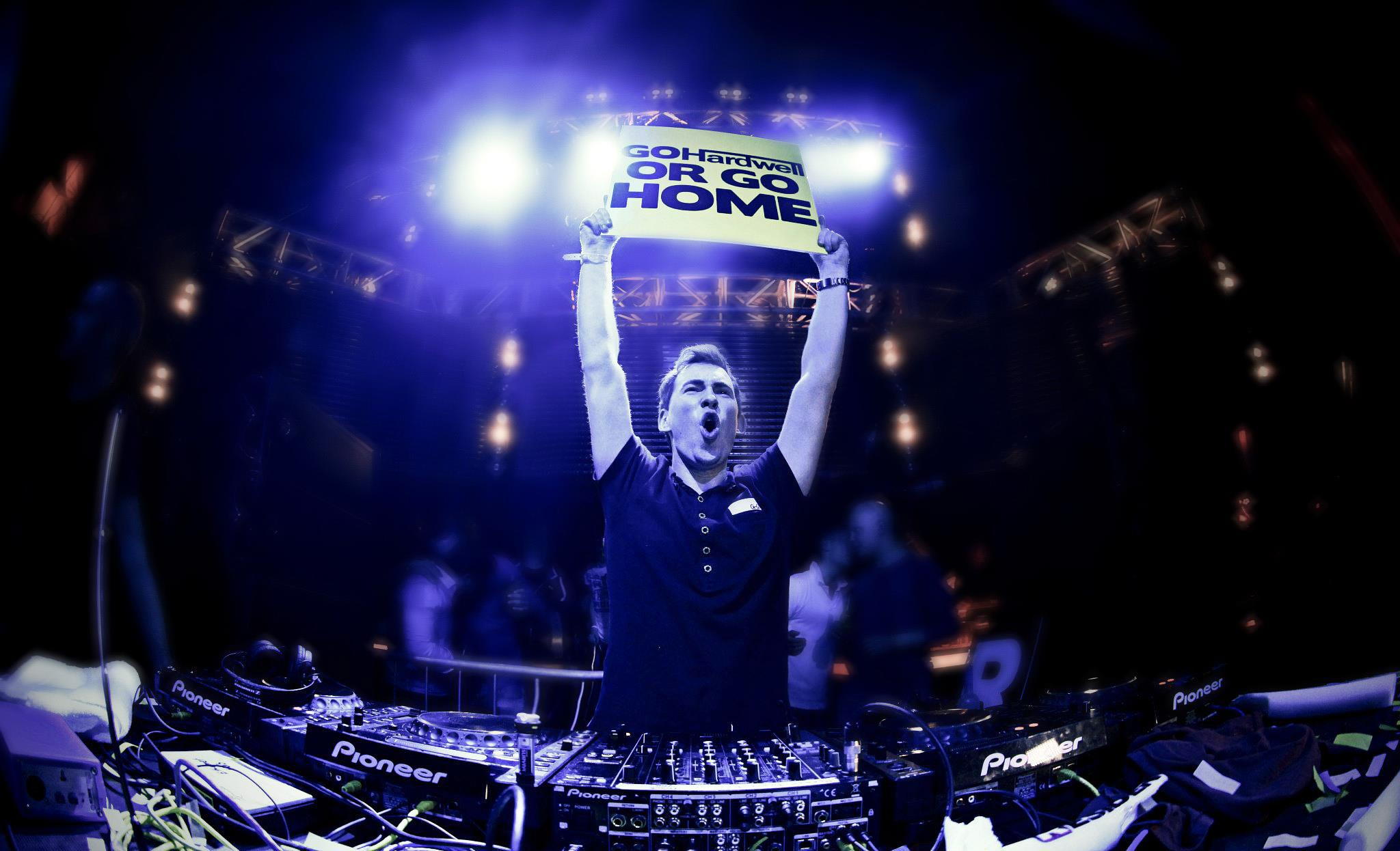 Displaying 18> Images For - Hardwell Tomorrowland 2013...