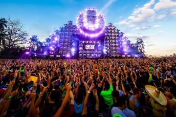 Ultra-Music-Festival-Miami-MMW-WMC-UltraFest-HD-Wallpapers-Pics-Photos-Nicky-Romero-at-the-main-stage-all-hands-in-the-air-crazy-beats-crowd-view-from-behind