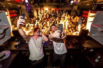 the chainsmokers selfie number one billboard