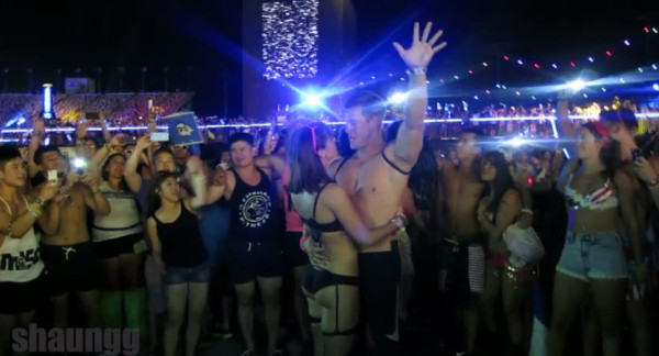 Guy Proposes to his Girlfriend at EDC Las Vegas During Above & Beyond
