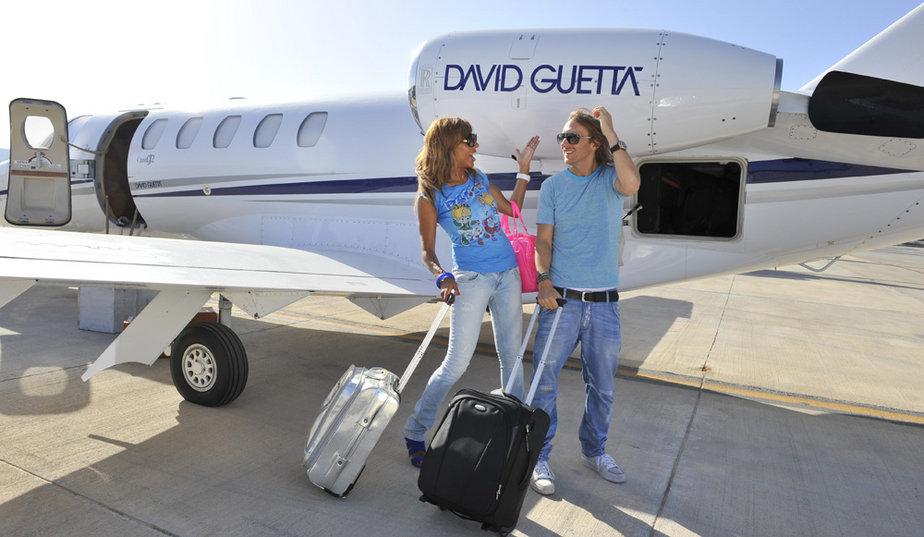 Jet Privato Globe Air : Edm jet life djs who fly in private jets grapevine