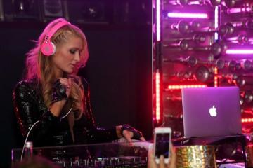 Paris Hilton - DJing 1