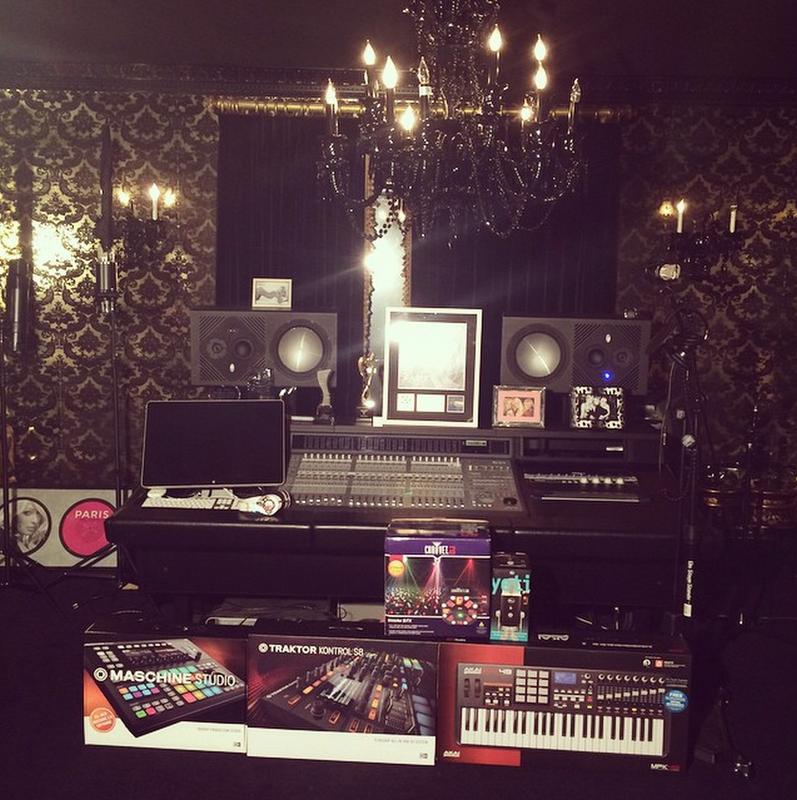 Paris Hilton - Studio 1