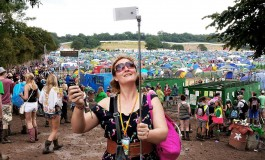 Coachella & Lollapalooza Festivals Ban Selfie Sticks & Narsisstics
