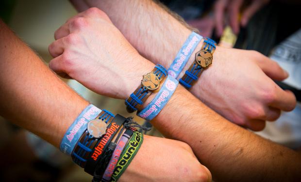 remove festival wristband