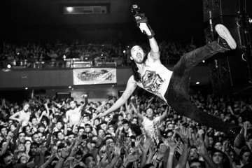Steve Aoki - Jumping Into The Crowd (Black & White)