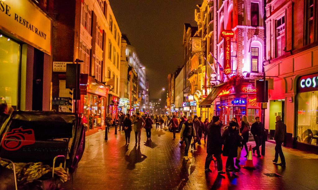 london nightlife youredm - Почему нужно посетить Англию?
