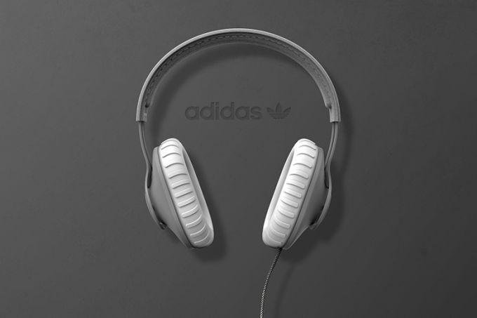 adidas-yeezy-boost-headphones-2_yhmjbu