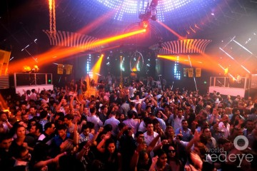 4369561-Crowd-at-Mansion2_new