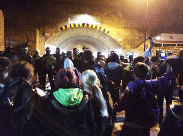 Lambeth-crowd-disorder-riot-police-379684
