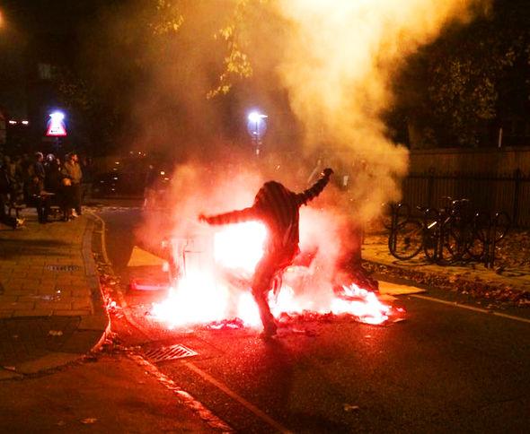 bin-fire-riot-Lambeth-London-379682