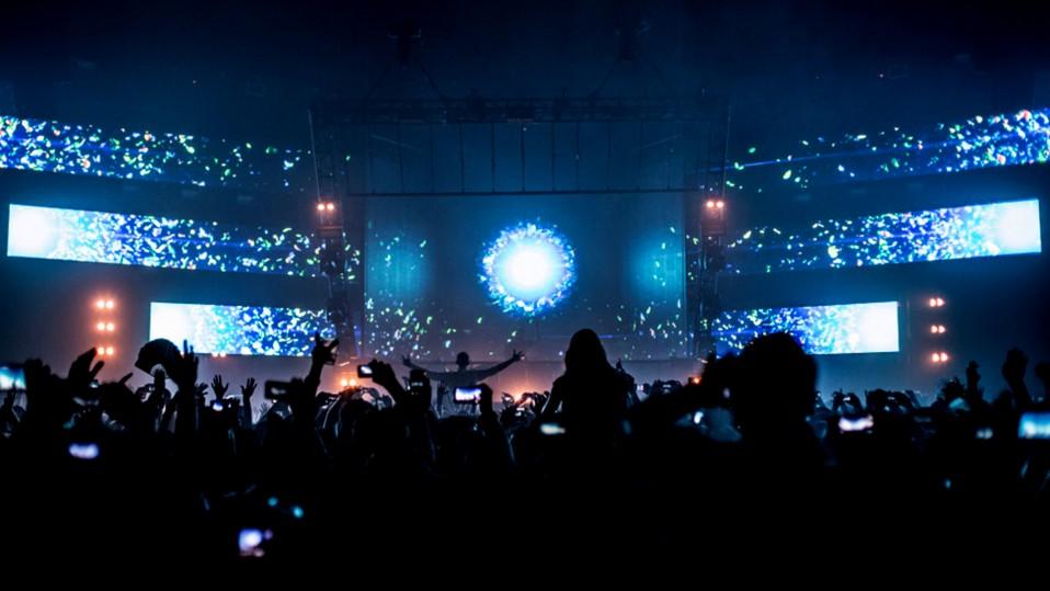 immersive-ltd_Epic-2.0_Eric-Prydz_stage-design_hologram_tour-visuals_04_02-958x539