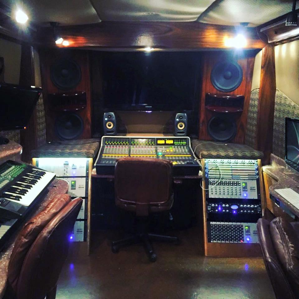 mau5hax bus studio