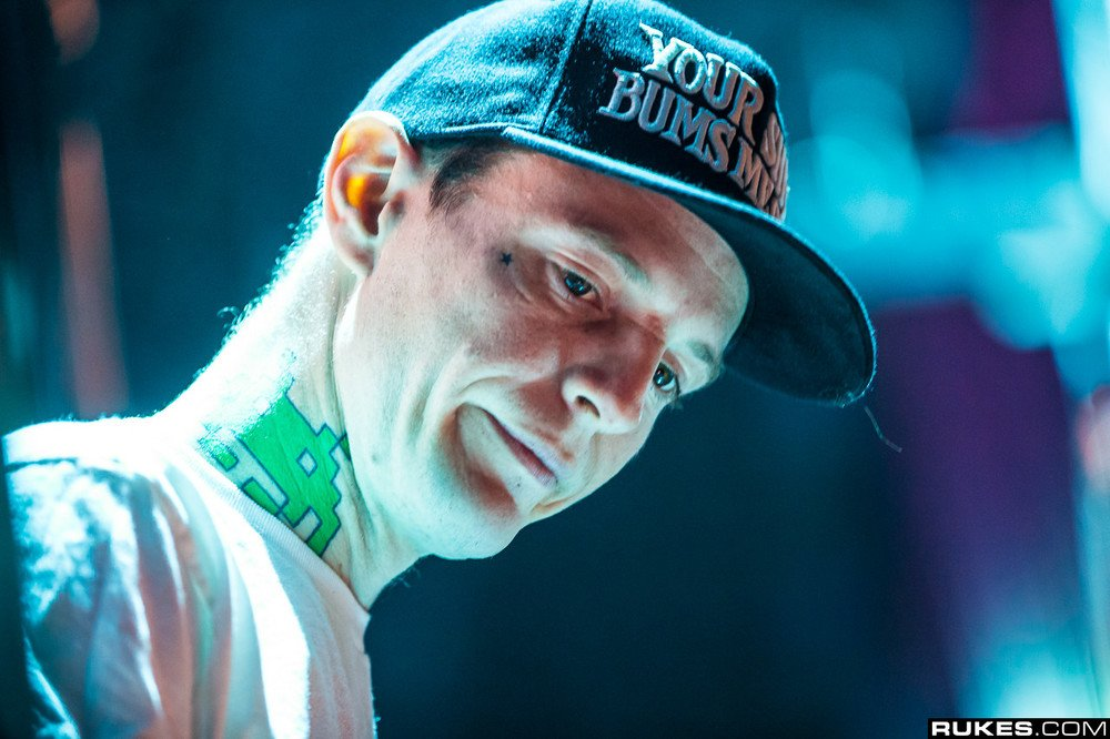 Deadmau5 Gets Tattoo In Extremely Painful Spot [WATCH ...