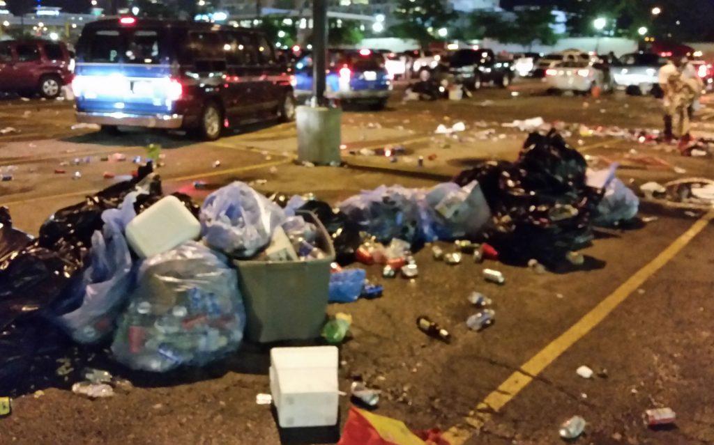 chesney-concert-trash-07022016