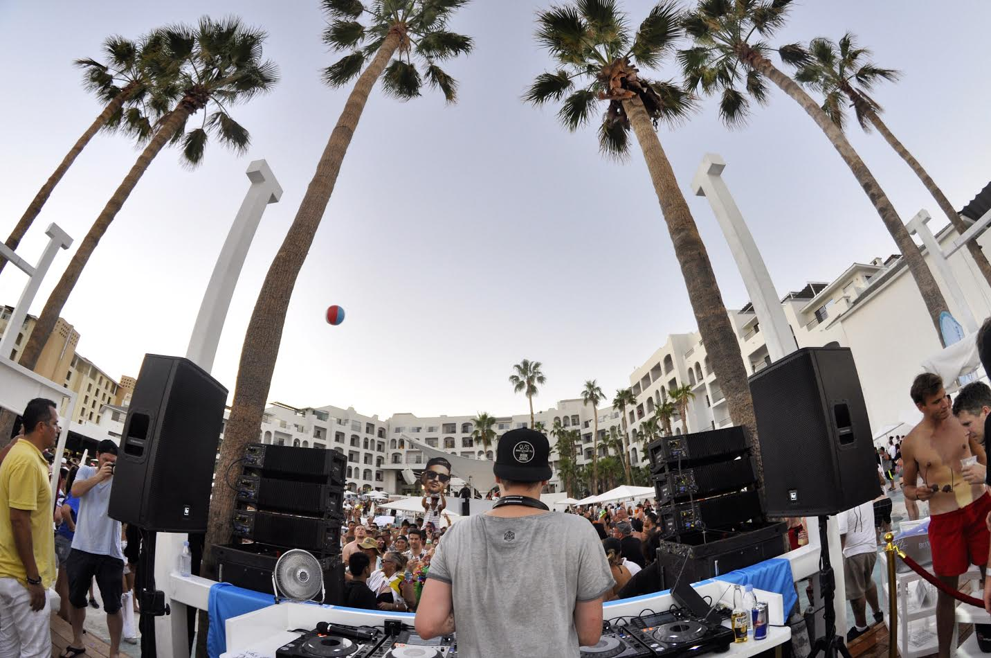 robin-schulz-behind-groove-cruise-2016