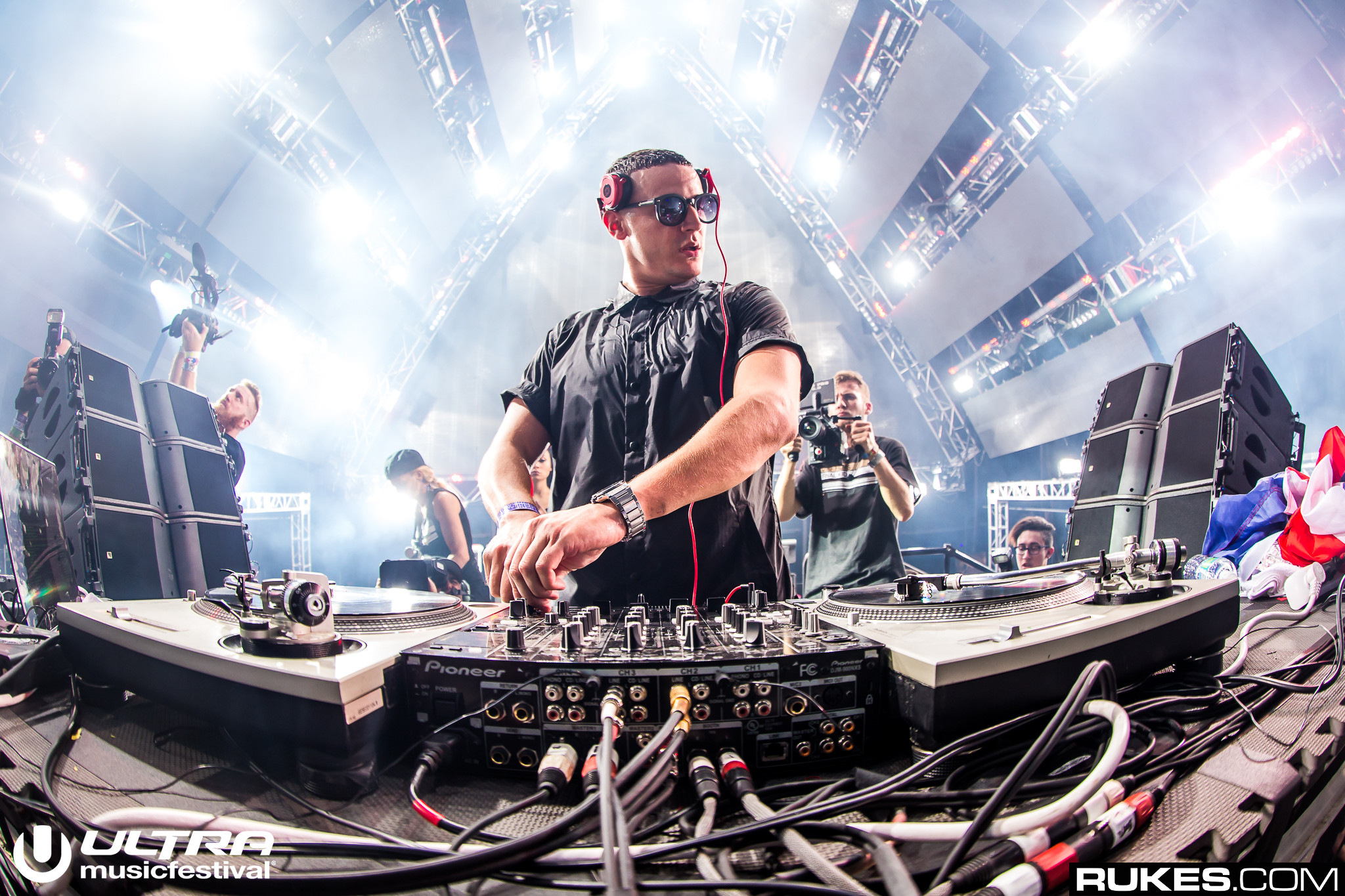 Outdoor House Watch Here Dj Snake Is Closing The Main Stage For Ultra