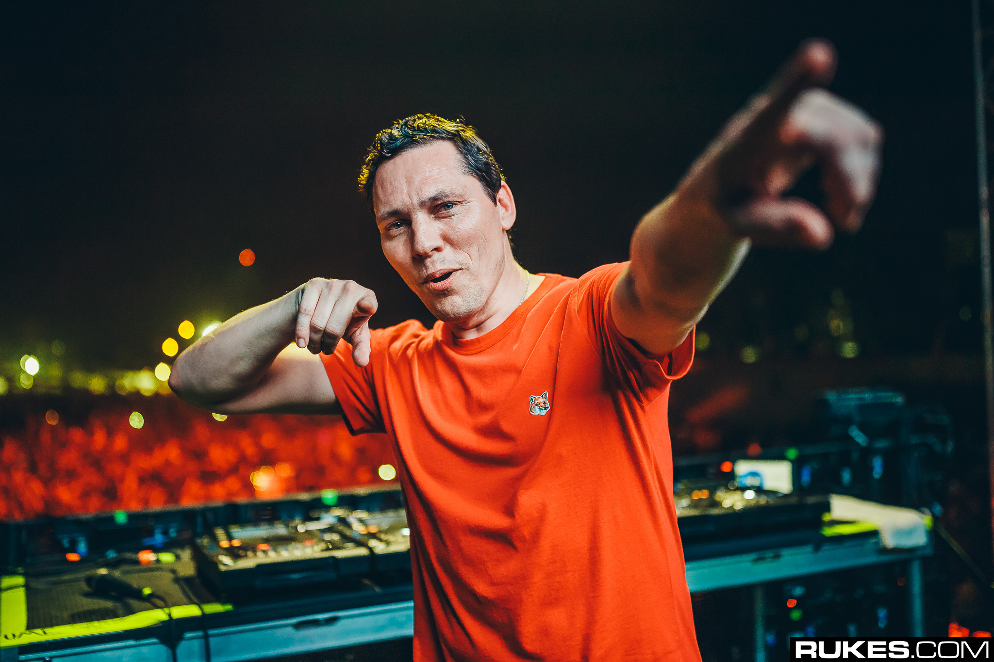 Tiësto and KSHMR Share New, Euphoric ID with Ultra and We ...