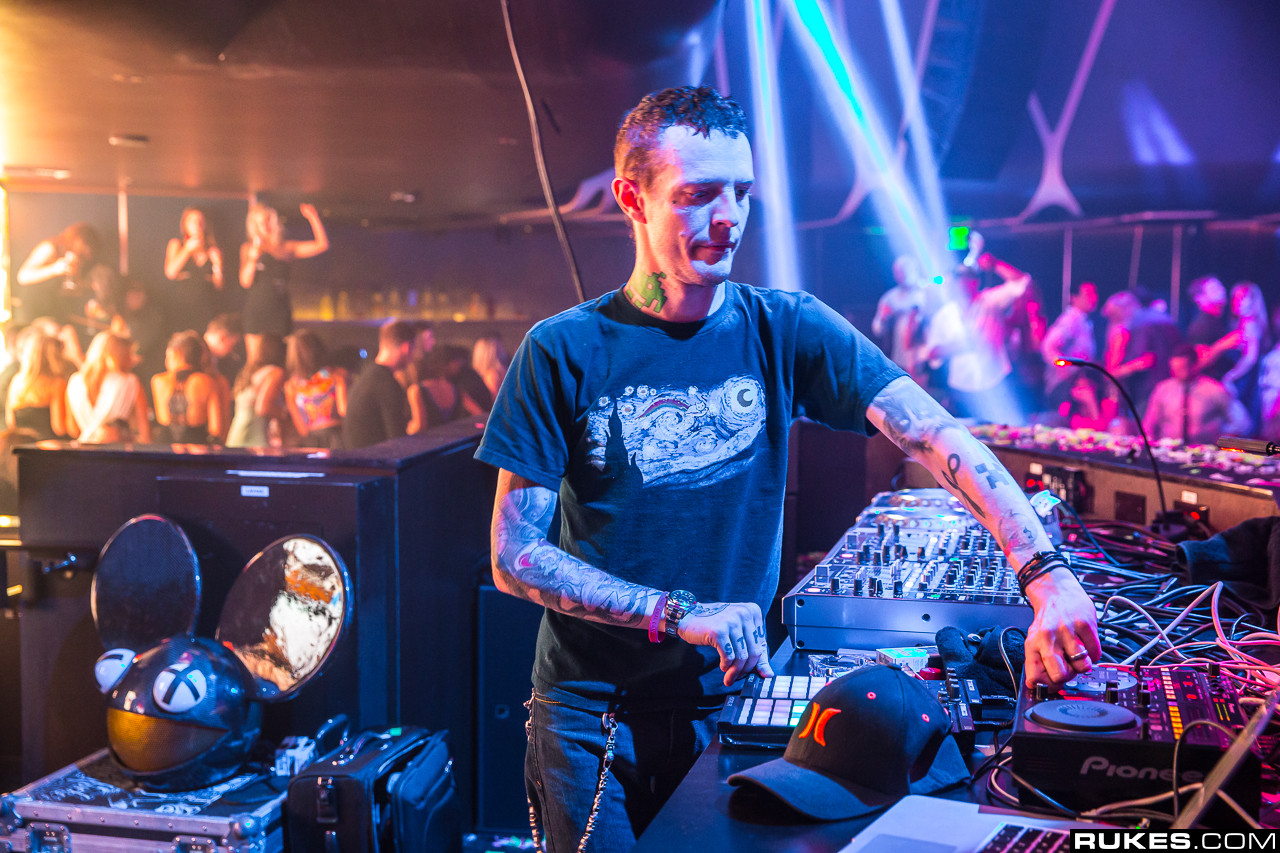 Guy Randomly Finds Deadmau5 Equipment For Sale On The