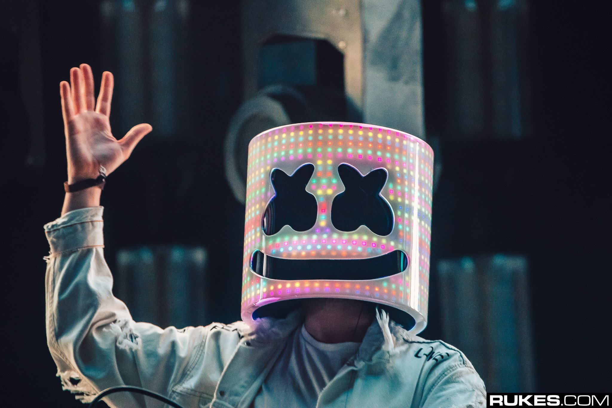 christian singles in comstock Christopher comstock (born may 19, 1992), known professionally as marshmello , is an  included on the album was the single keep it mello, featuring rapper  omar linx he is managed by moe shalizi of red light management, who also.