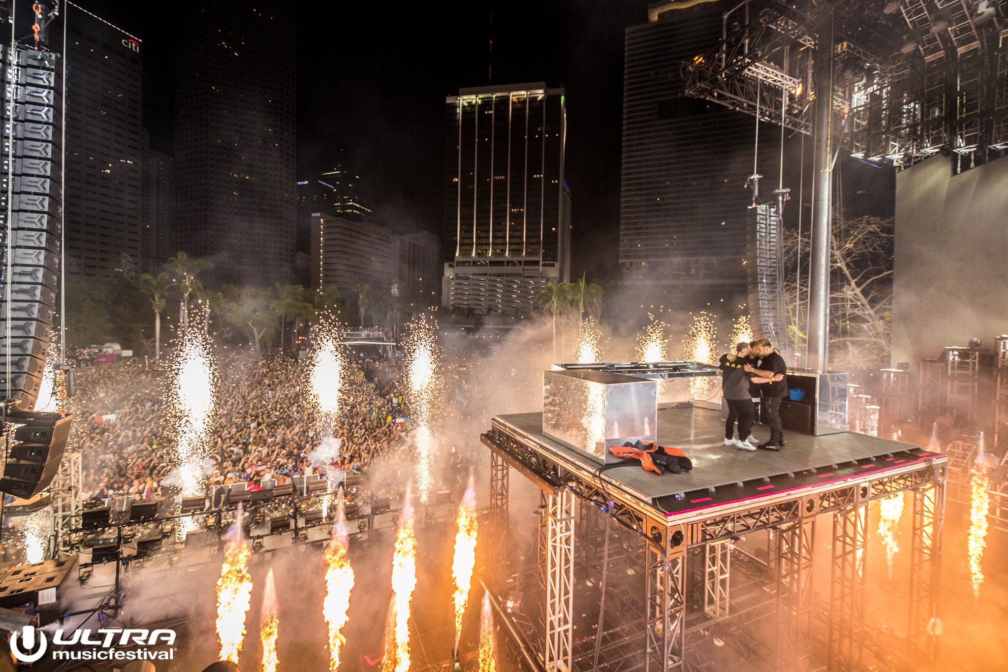 Watch Hardwell Sing To Swedish House Mafia During Ultra 2018