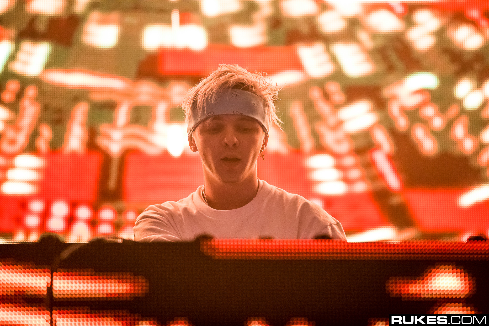 fans claim arty s avicii tribute song tim sounds too similar to