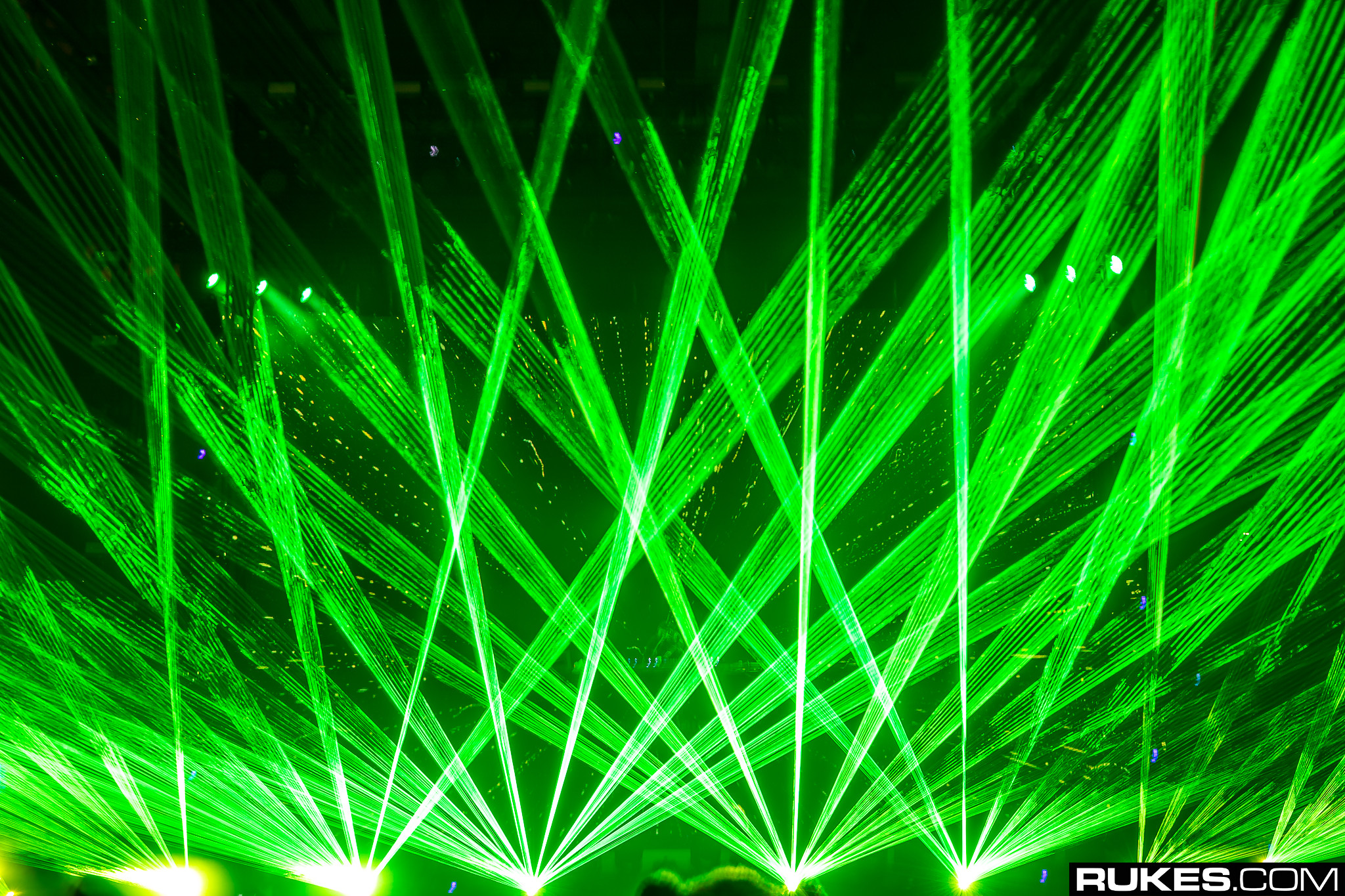 """rukes """"srcset ="""" https://www.youredm.com/wp-content/uploads/2018/10/lasers-generic-rukes.jpg 2048w, https://www.youredm.com/wp-content/uploads/ 2018/10 / lasers-generic-rukes-768x512.jpg 768w, https://www.youredm.com/wp-content/uploads/2018/10/lasers-generic-rukes-1024x683.jpg 1024w, https: // www.youredm.com/wp-content/uploads/2018/10/lasers-generic-rukes-360x240.jpg 360w """"tailles ="""" (largeur max: 2048px) 100vw, 2048px """"/></div> </div> <section class="""