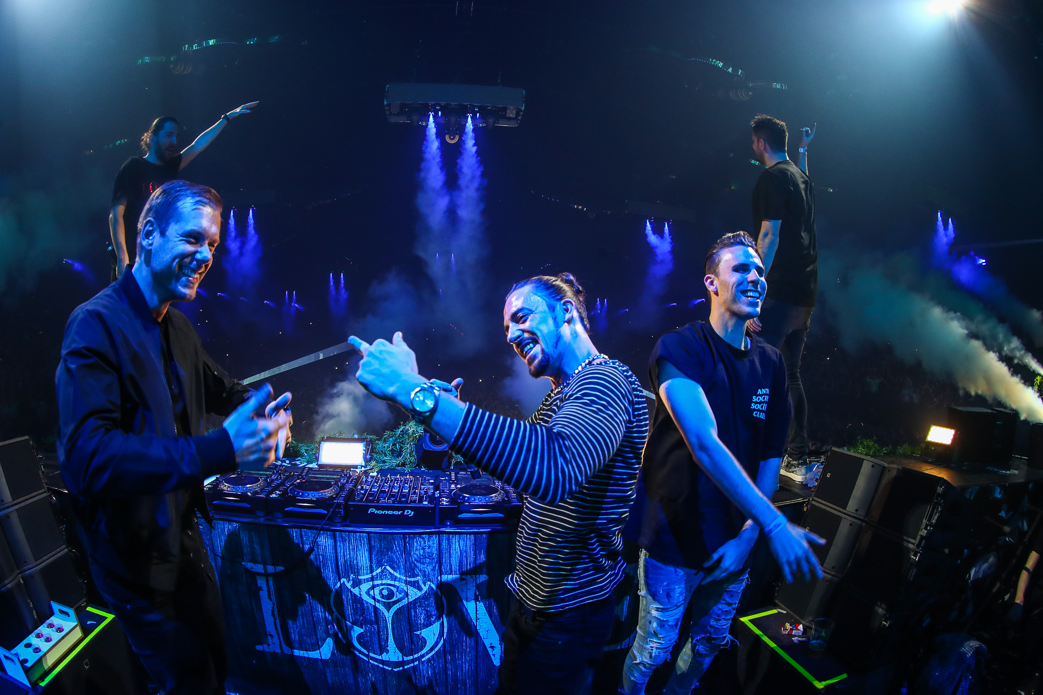"Dimitri Vegas & Like Mike, Armin van Buuren, W&W At Last Release Collaboration, ""Repeat After Me"""