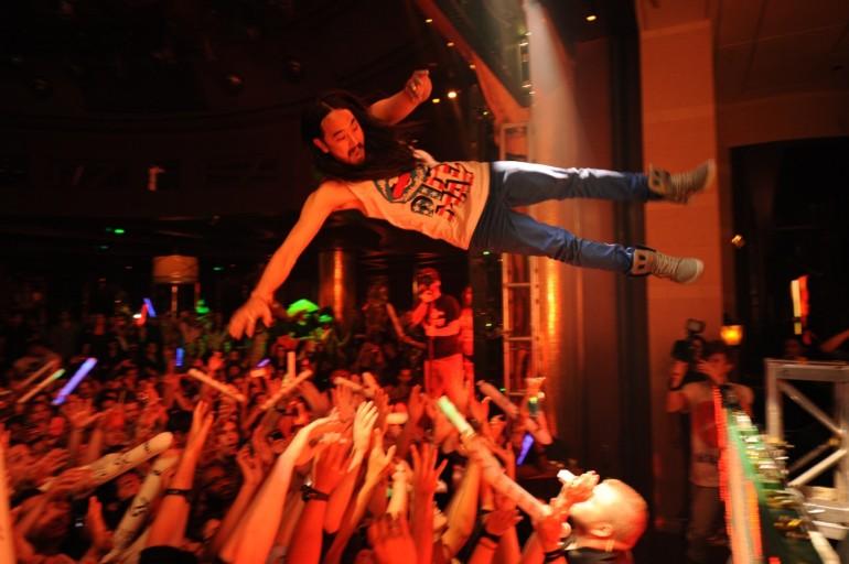 Epic Fail: Steve Aoki Stage Dive