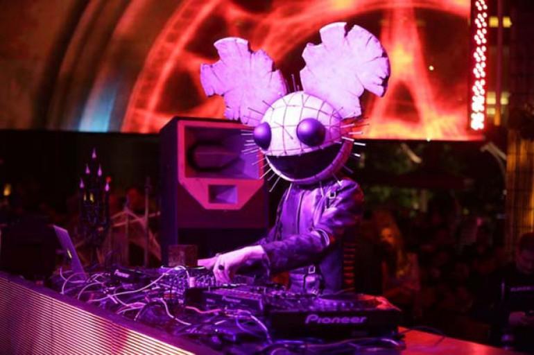 Trolling Deadmau5 Gets X-Rayed