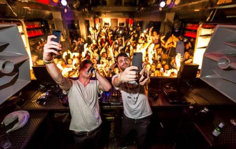 The Chainsmokers' #SELFIE Takes Billboard Top Spot